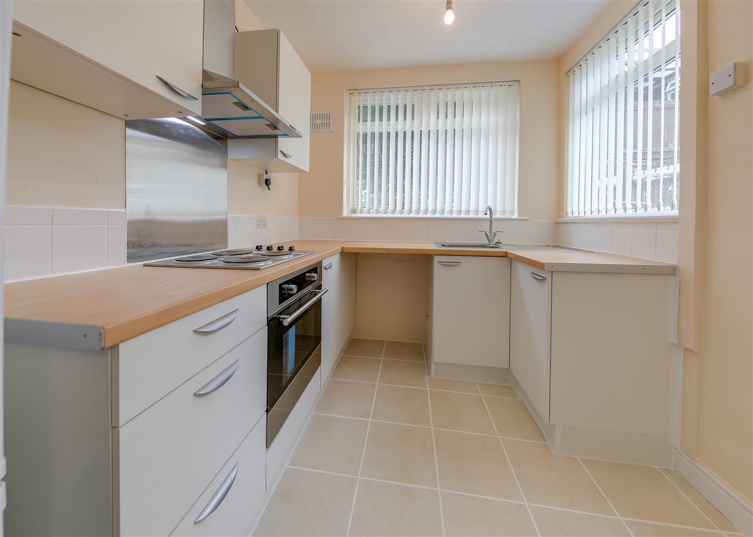 2 Bedrooms Terraced House for sale in Burnley Road, Weir, Bacup, Rossendale